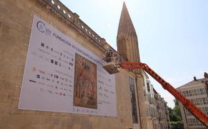 La lona del VIII Centenario de la Catedral cubre la inscripción de José Antonio Primo de Rivera