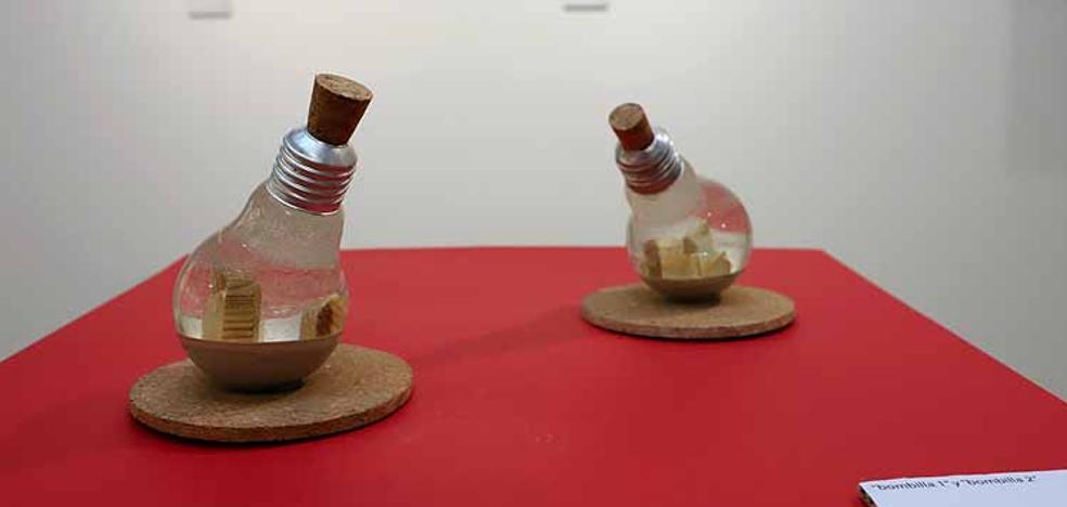El artista Diego Alonso Moral combina pintura y escultura de paisajes en la Sala del Consulado del Mar