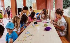 16 chicos y chicas en situación vulnerable de Burgos participan en las actividades de ocio y saludables de CaixaProinfancia
