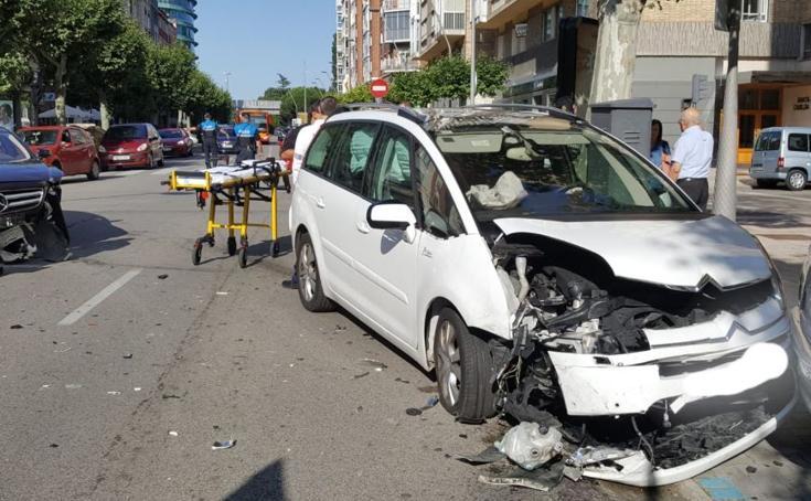 Imágenes del aparatoso accidente en calle Vitoria