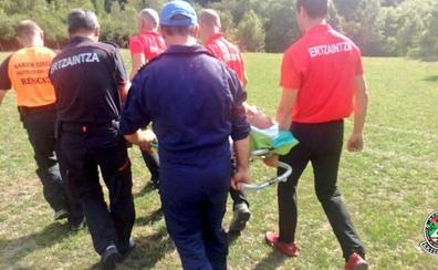 Rescatan a dos hombres heridos en el salto del Nervión