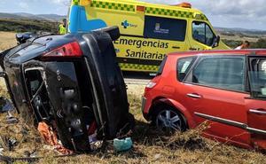 Cuatro heridos en la colisión de dos turismos en Valle de Valdebezana