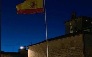 Tamarón rinde homenaje a la bandera