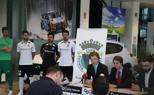 La plantilla del Burgos recibe coches de GJ Automotive, su patrocinador principal