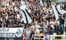 La afición del Burgos arropa al equipo en su última prueba