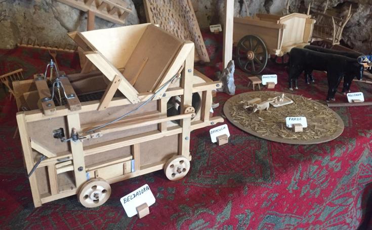 Imágenes de la piezas en miniatura del taller-museo de Marcial Palacios en Agés.