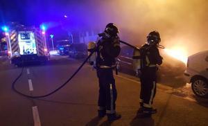 Los bomberos sofocan el incendio de un coche en Fuentecillas