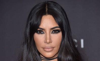 Kim Kardashian, con seis dedos