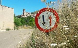 Una contratación tardía obliga a la intervención de los trabajadores de la Diputación en la limpieza de las carreteras