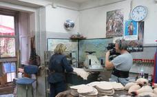 La Botería enseña en televisión su método de fabricación de botas de vino