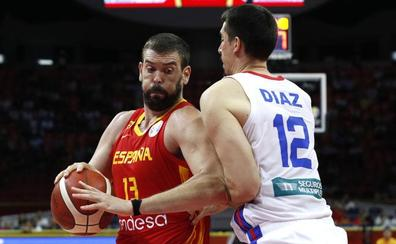 Marc Gasol levanta a una gris España