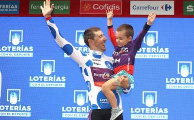 Ángel Madrazo estrena equipación en el podio de Bilbao acompañado de su hijo Lucas