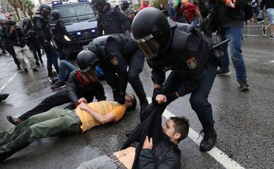 Imputan a ocho mandos de la Policía Nacional por las cargas del 1-O en Barcelona