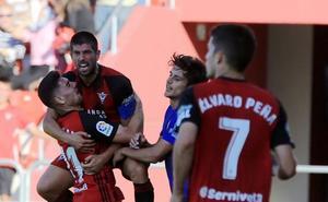 El Mirandés remonta y consigue ante el Oviedo su primera victoria