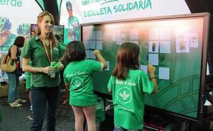 La 'Bicicleta Solidaria' de Seguros RGA y el Grupo Caja Rural estará este miércoles en la Fan Zone de La Vuelta, en Aranda