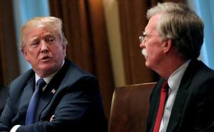 Trump destituye a John Bolton