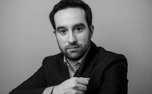 La sala Polisón acoge este viernes la presentación de la novela 'Solo las palmeras brotan bien', del periodista burgalés Ramón Lozano