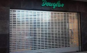 La plantilla de Perfumerías Douglas en Aranda secunda la jornada de huelga