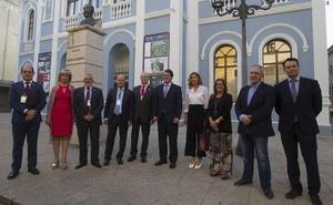 Mañueco reconoce estar «preocupado» por las jubilaciones de los médicos