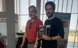 El MEH acoge la presentación del libro 'La Huella del Mal' cuya trama discurre en los centros del Sistema Atapuerca