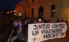 Burgos se ha teñido de violeta en la marcha nocturna contra la violencia de género