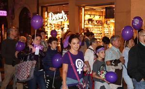 La noche burgalesa se tiñe de violeta