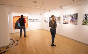 La Fundación Caja de Burgos inaugura la exposición 'Refugiados: un camino, ¿un futuro?'