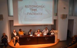 Profesionales sanitarios de Burgos reclaman más medios para mejorar los cuidados paliativos