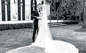 Justin y Hailey abren al público su álbum de boda
