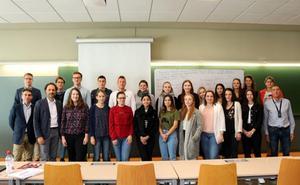 20 estudiantes alemanes y dos profesores de Offenburg University asisten a un curso de negocios en la UBU