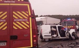 Muere el conductor de una furgoneta tras colisionar frontalmente contra un camión en Medina de Rioseco