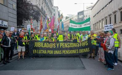 Pensionistas de toda España se concentran ante el Congreso