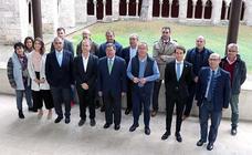 Firma a firma, los quince convenios de los clubes deportivos con la Diputación
