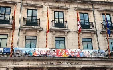 La bandera de España lucirá en el balcón del Ayuntamiento los días festivos, comenzando el próximo 1 de noviembre