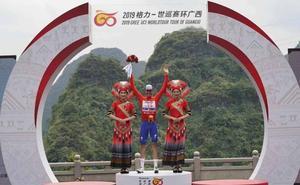 Enric Mas gana la etapa y se coloca líder en Guangxi