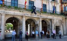 Las instituciones se suman al homenaje por los fallecidos por la covid-19