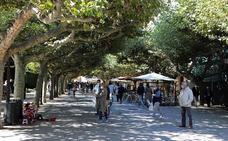 El sol ha animado a los burgaleses a salir a la calle el primer domingo del otoño